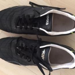 Chaussures de rugby, crampons fer vissés
