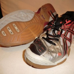 Chaussures indoor Asics