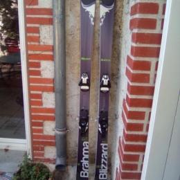 Skis Blizzard Brahma et fixations réglables Salomon