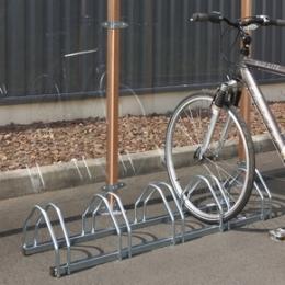 Range-vélo au sol pour 5 vélos
