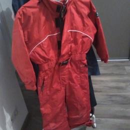 Combinaison de ski rouge et gris