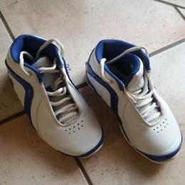 Chaussures de basket intérieur T.31